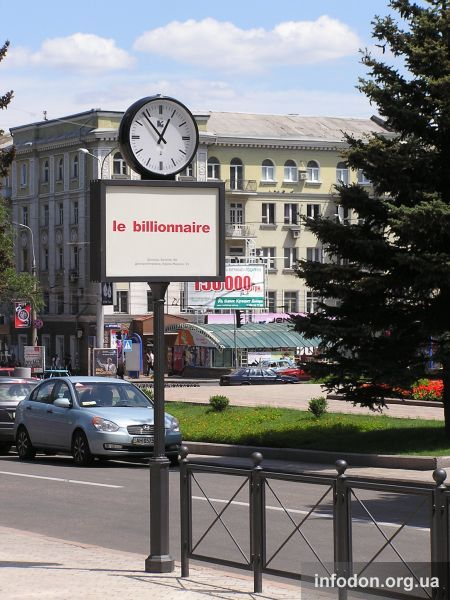 Часы у памятника Т.Г. Шевченко