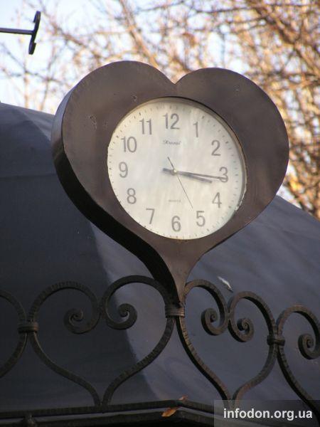 Часы в парке кованых фигур