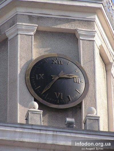 Часы на пл. Металлургов в Донецке