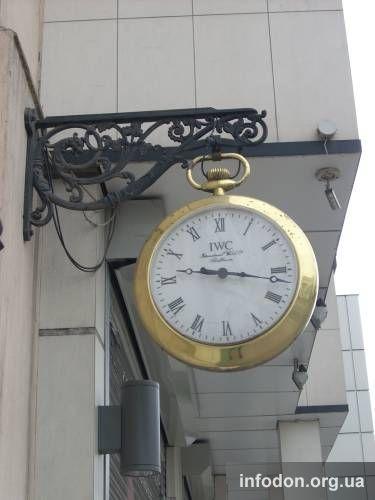Часы на улице Артема