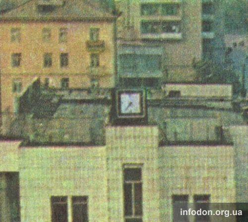 Часы на здании Северного автовокзала
