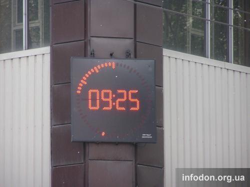 Часы на гастрономе «Москва»