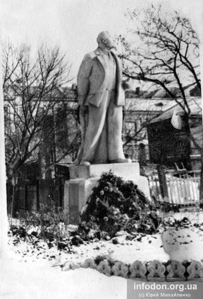 Памятник Ленину в сквере им. Ленина