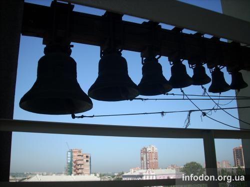 Зазвонные колокола Свято-Преображенского кафедрального собора Донецка
