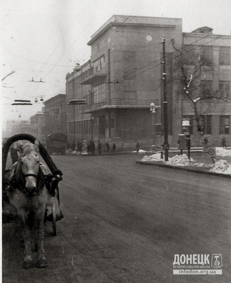 Первая линия и здание почтамта. Юзовка (Сталино), 1941-43 гг.