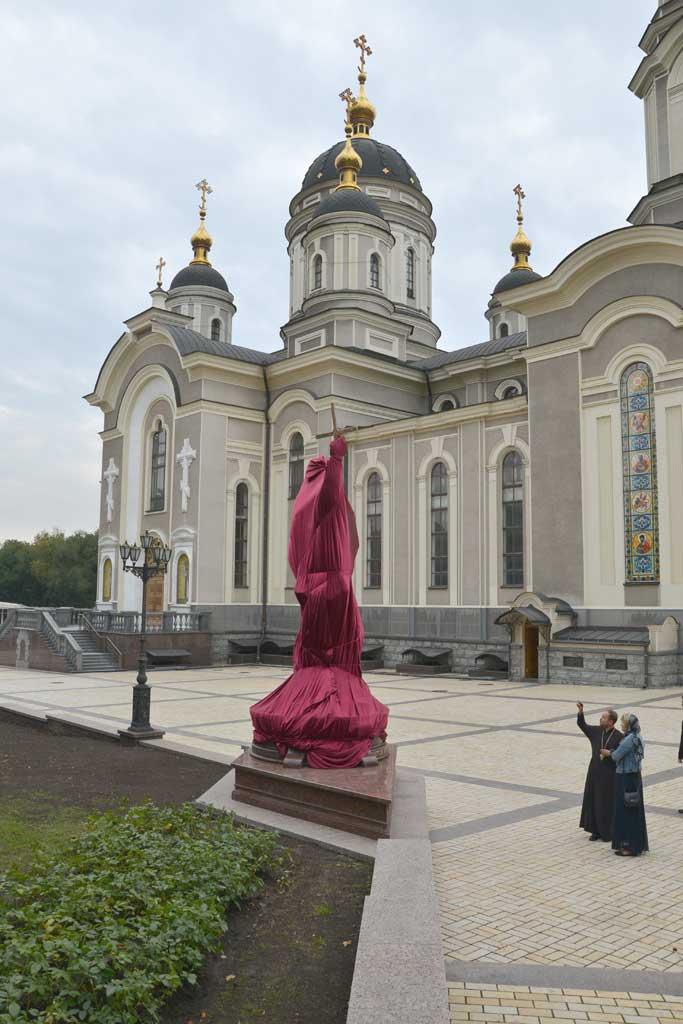 Памятник Андрею первозванному перед открытием