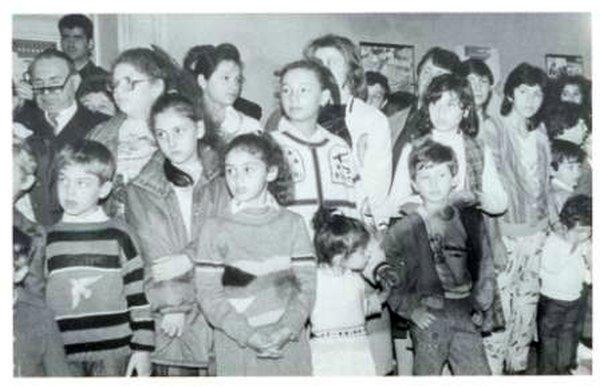Еврейские дети и подростки на праздновании Рош А-шана в Донецке. Сентябрь 1990 года