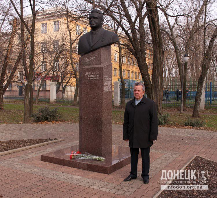 Выступает В.С. Савельев, с 1966 по 1975  гг. помощнико первого секретаря Донецкого обкома КПУ В.И.Дегтярева