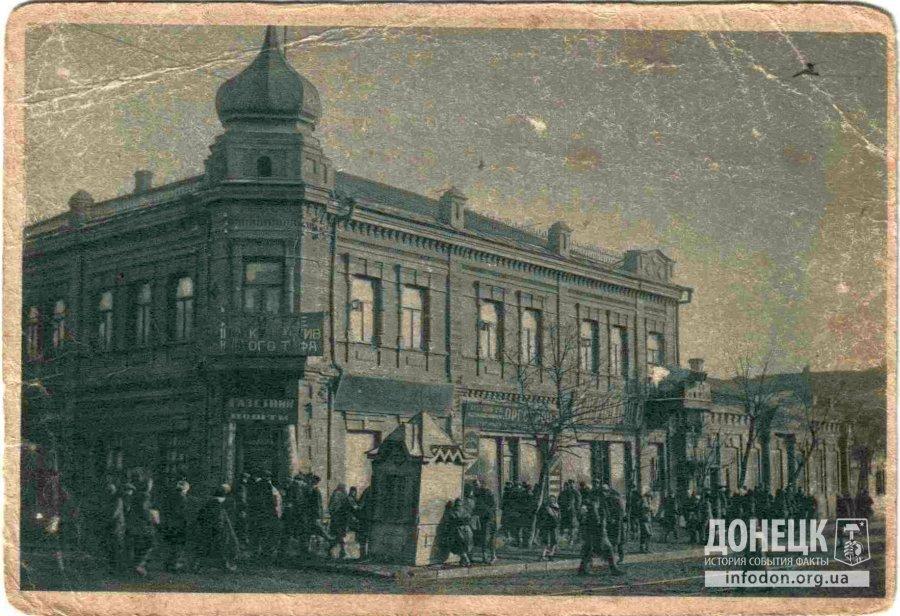 14. Пересечение Первой линии (ул. Артема) и Малого проспекта (Павших коммунаров). Здание было разрушено во время Великой отечественной и не восстанавливалось.