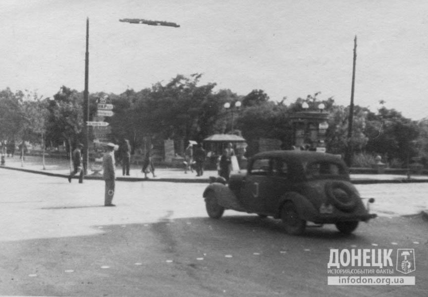 17  1942 угол 1-й лин. и Никол.пр-та-2
