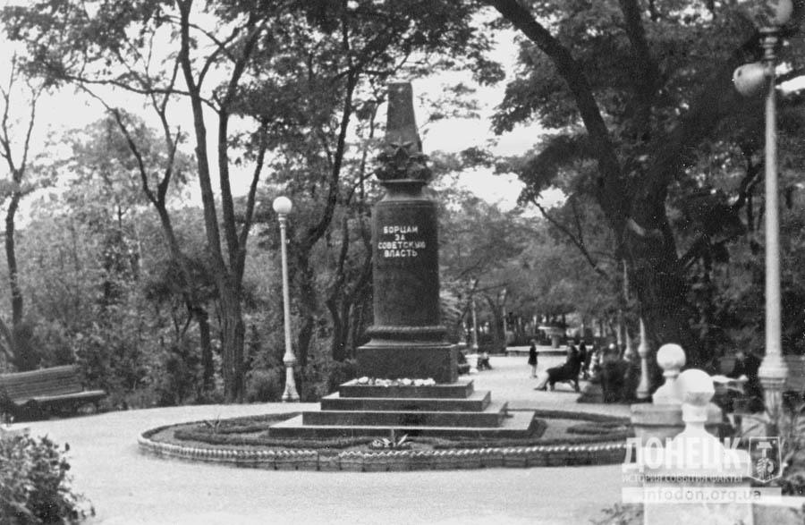 24  1960-t обновленный Сквер. Вечного огня еще нет-2