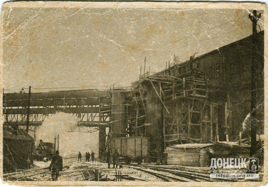 1. Газовоздуходувка Сталинского завода в г. Сталино