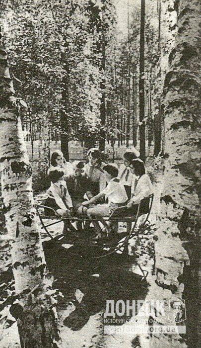 В городском пионерском лагере
