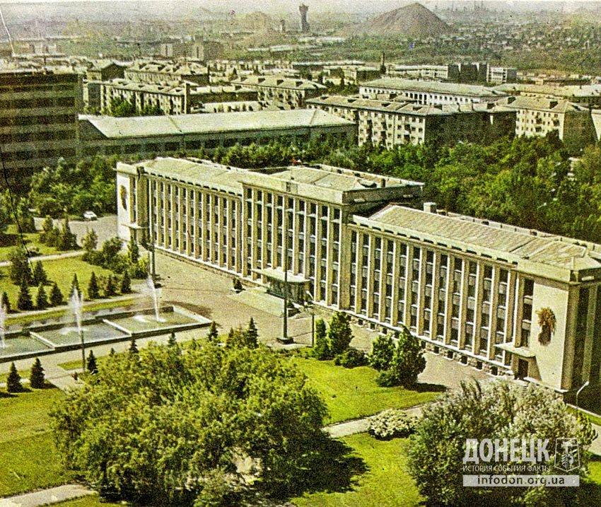 На площади Советской