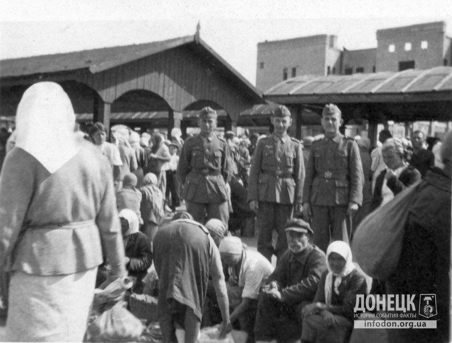 14 сталинский Городской базар у ЦУМа