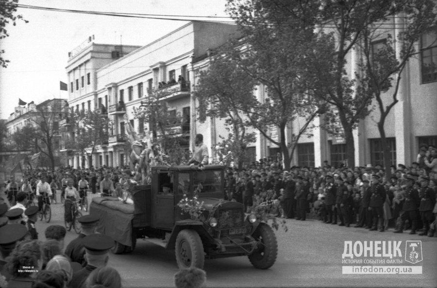 Праздничная демонстрация. Макеевка, 1 мая 1956 года