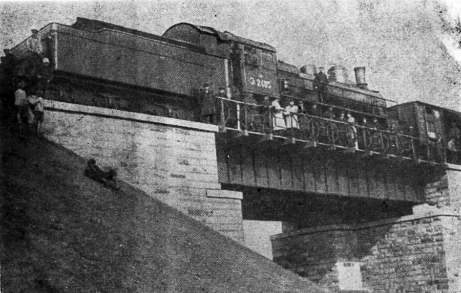 Испытание трамвайного моста. 1928 год.