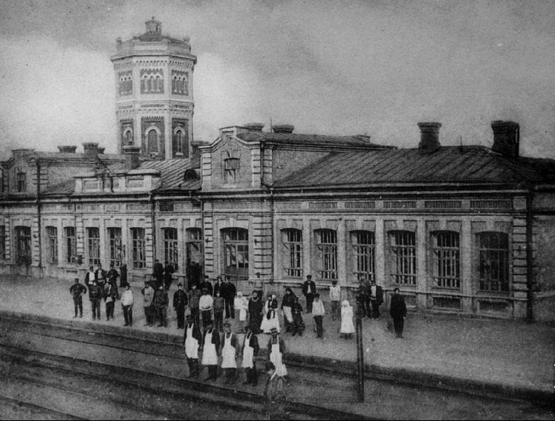 станция Юзово. Видна водонапорная башня