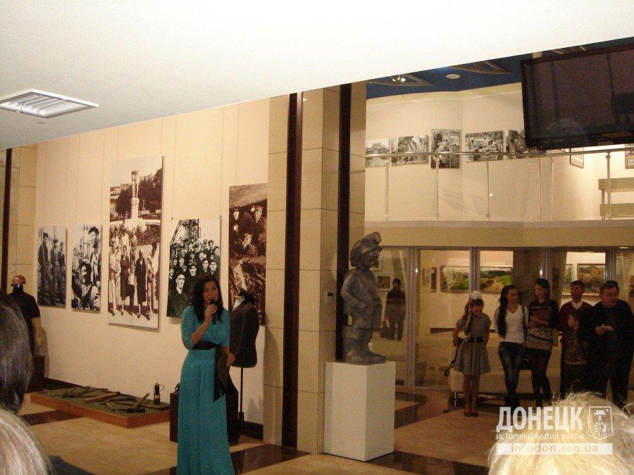 Выставку открыла директор Арт-Донбасс Екатерина Калиниченко