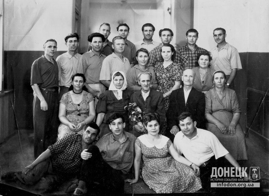 Сотрудники автомагазина в Сталино