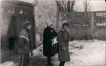 11  1989 г. - главный вход в конюшню.