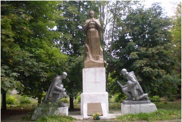 Фото 2 Мемориал в пгт Ларино
