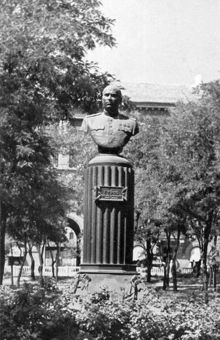 Памятник на могиле К.А. Гурову. Фото 50-х годов.
