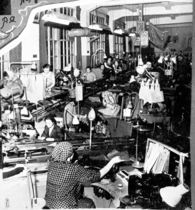 Фото 5 Пошивочный цех фабрики в 1960 году Фото 1