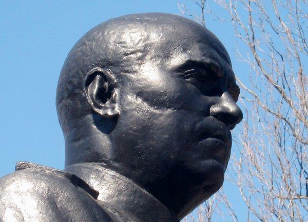 Голова бюста К.А. Гурова.