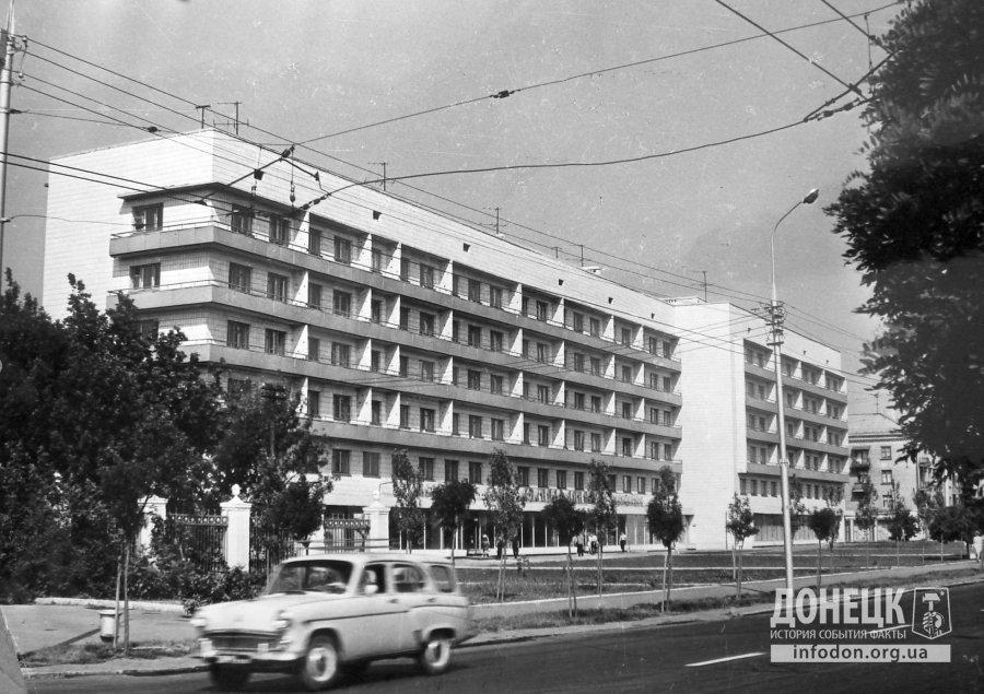 1972 год ул. Артема, слева ограда завода