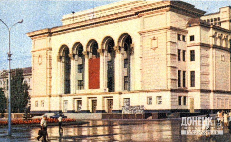 Театр оперы и балета. Фото В. Чупрынина
