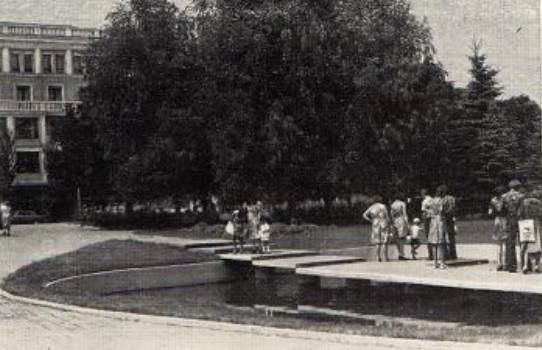 Декоративный бассейн в одном из скверов Донецка