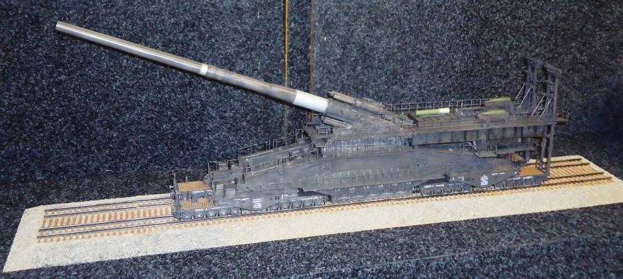 «Леопольд», одно из самых огромных орудий в мире. Длина модели более 1 м