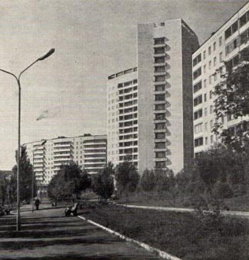 Пешеходный бульвар Школьный в жилом районе на территории бывшего поселка Семеновка