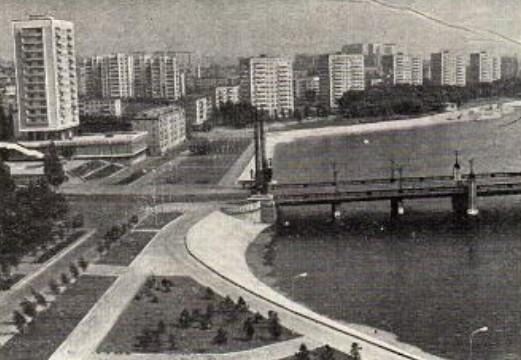 Водные просторы прудов, благоустроенные набережные, прибрежные парки и крупные массивы застройки определяют архитектурный облик Донецка. Набережная правого берега Кальмиуса