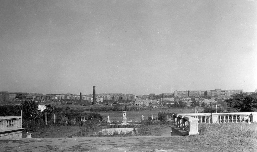 Общий вид центральной аллеи парке им. Щербакова, 1941-43 гг.