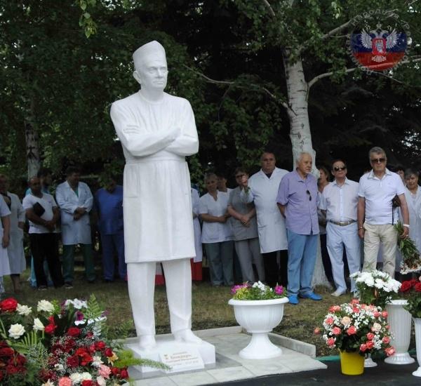 Памятник Григорию Бондарю в Донцеке