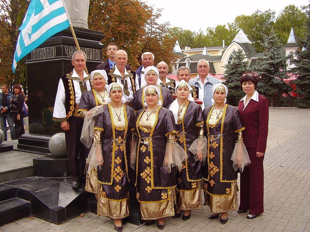 Женщины в традиционной греческой одежде