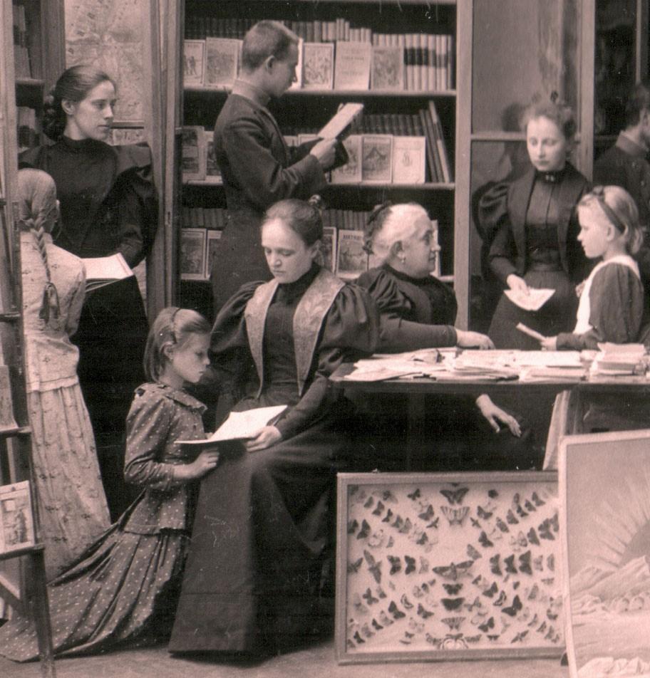 Христина Алчевская в кругу слушателей своей школы