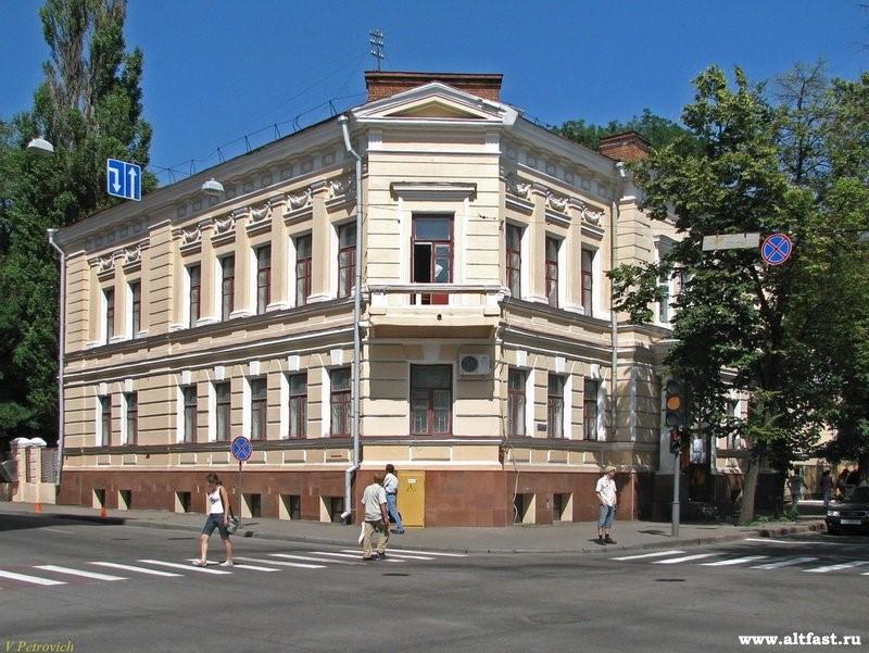 Боковой фасад здания Харьковского художественного музея. Бывшая усадьба Алчевских. Именно здесь размещалась воскресная школа с бюстом Т.Шевченко во дворе