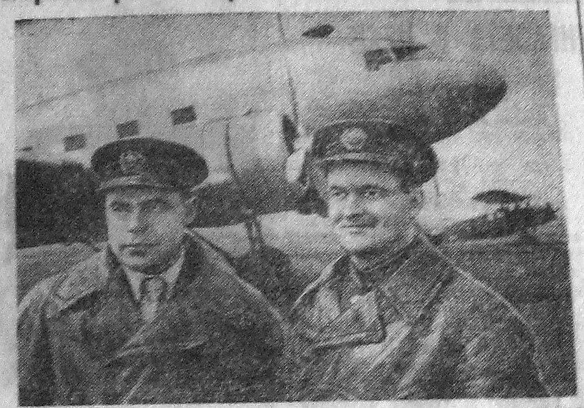 Фото Л. Лютровника. Слева направо: 1-й пилот И.Т. Турбай, 2-й пилот Н.А. Гезима