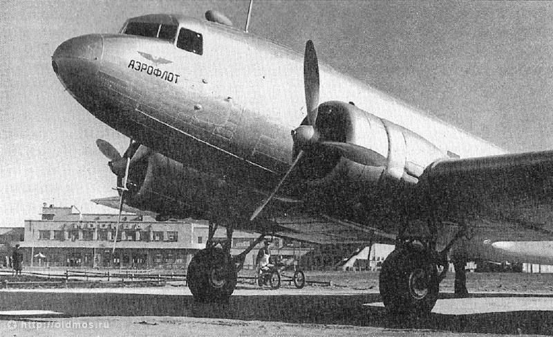 Пассажирский самолёт ПС-84 в Московском центральном аэропорту им.Фрунзе