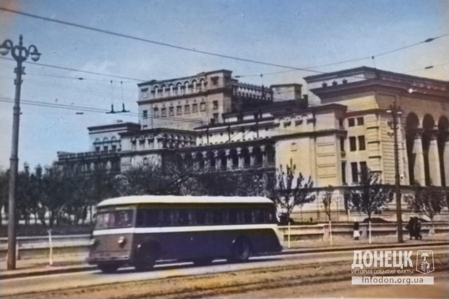 Донецкий музыкальный театр в Сталино (сейчас театр оперы и балета). Фото до 22 июня 1941 года