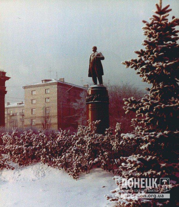 Памятник Т.Г. Шевченко. Донецк, конец 1960-х