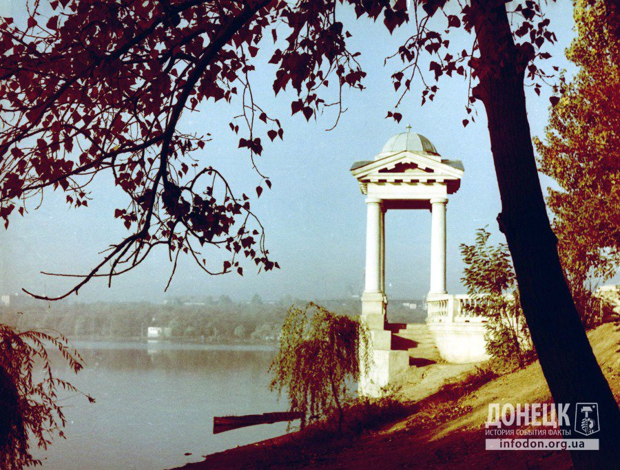 Беседка у пруда в парке им. Щербакова. Донецк, конец 1960-х