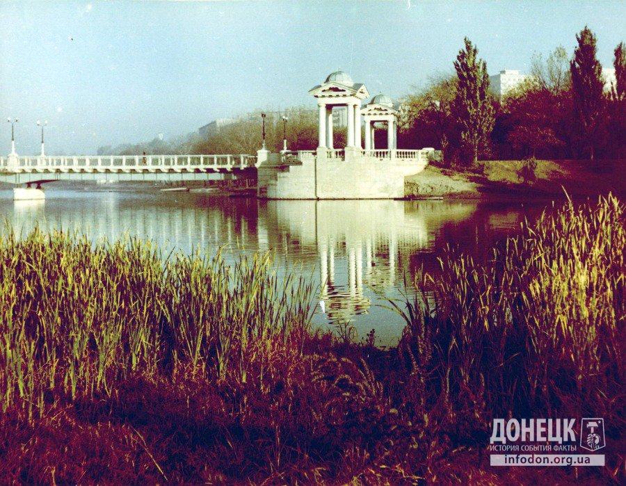 Беседки у пруда в парке им. Щербакова. Донецк, конец 1960-х