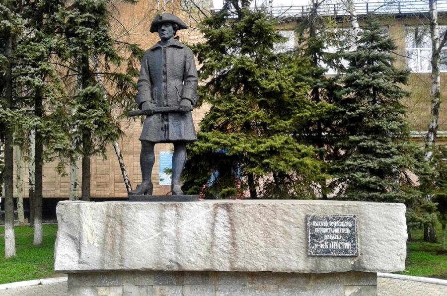 Памятник Григорию Капустину в Макеевке
