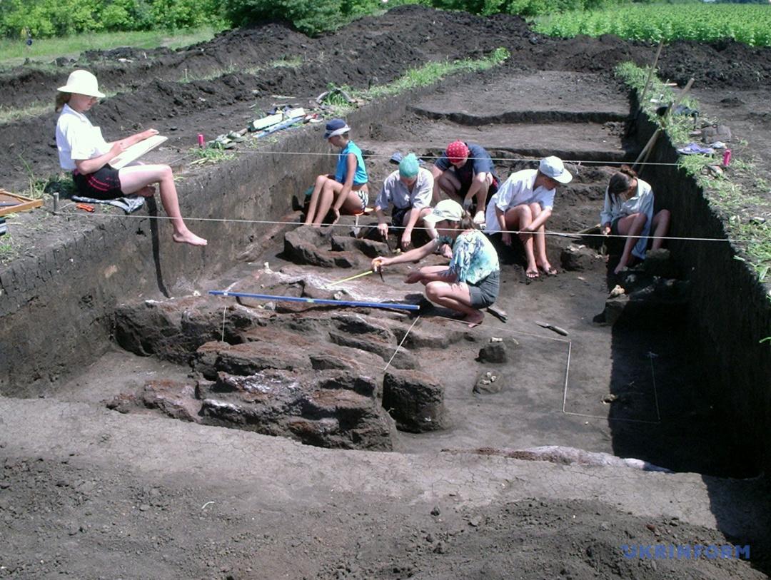 Раскопки поселения бронзовой эпохи