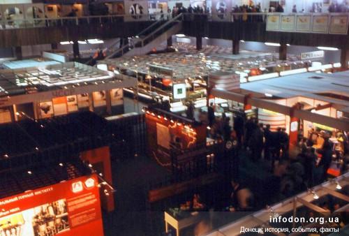 Уголь-83. Внутри выставочного павильона