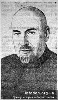 Художественный руководитель театра заслуженный артист республики орденоносец И.М.Лапиский